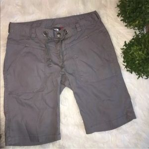 North Face Size 4 Grey Bermuda Shorts Walking